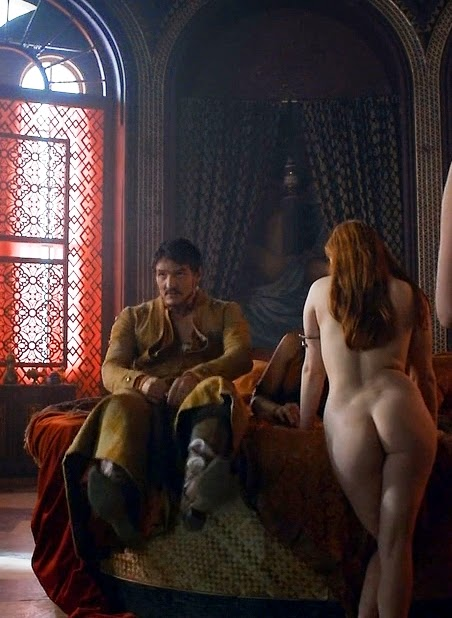 Josephine Gillan & Kristen Gillespie (Full-Frontal) in Game of Thrones [S4E1]