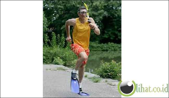 Rekor Dunia Lari dengan Sepatu Selam Tercepat dalam 1Mil