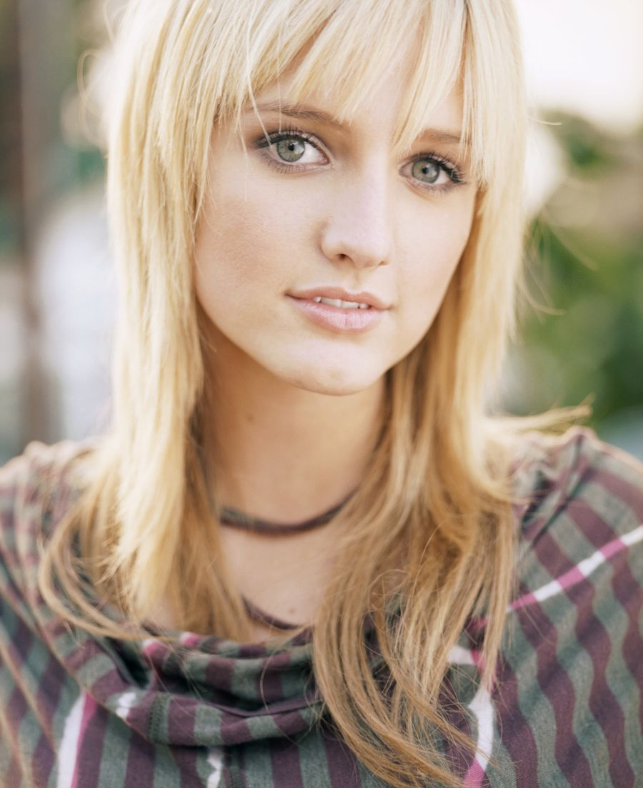 Wallpaper Justin Bieber: Ashlee Simpson Hairstyle Wallpaper