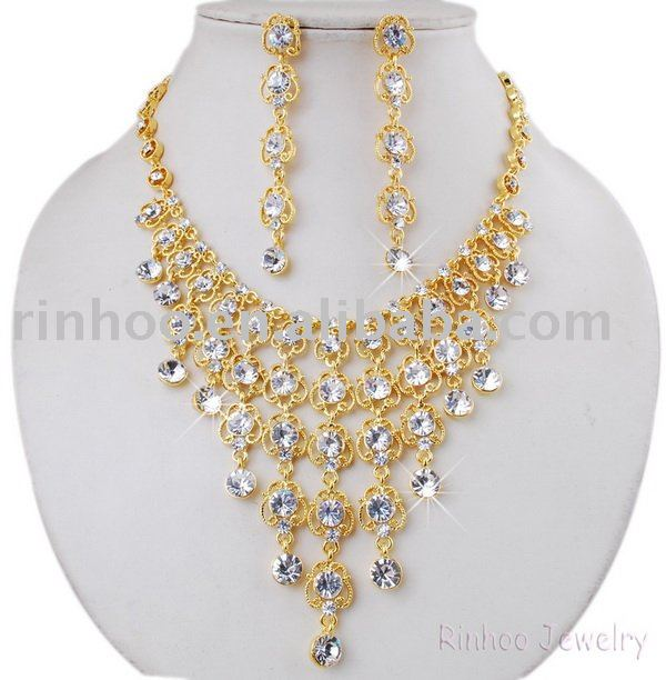 a club gold necklace and earring sets