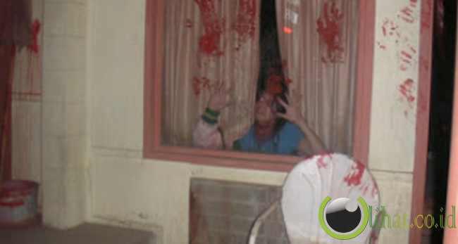 Rumah berhantu tidak diduga kalau ternyata menakutkan, ya?