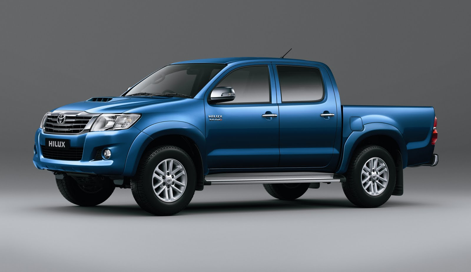 Hilux facelift breaks cover