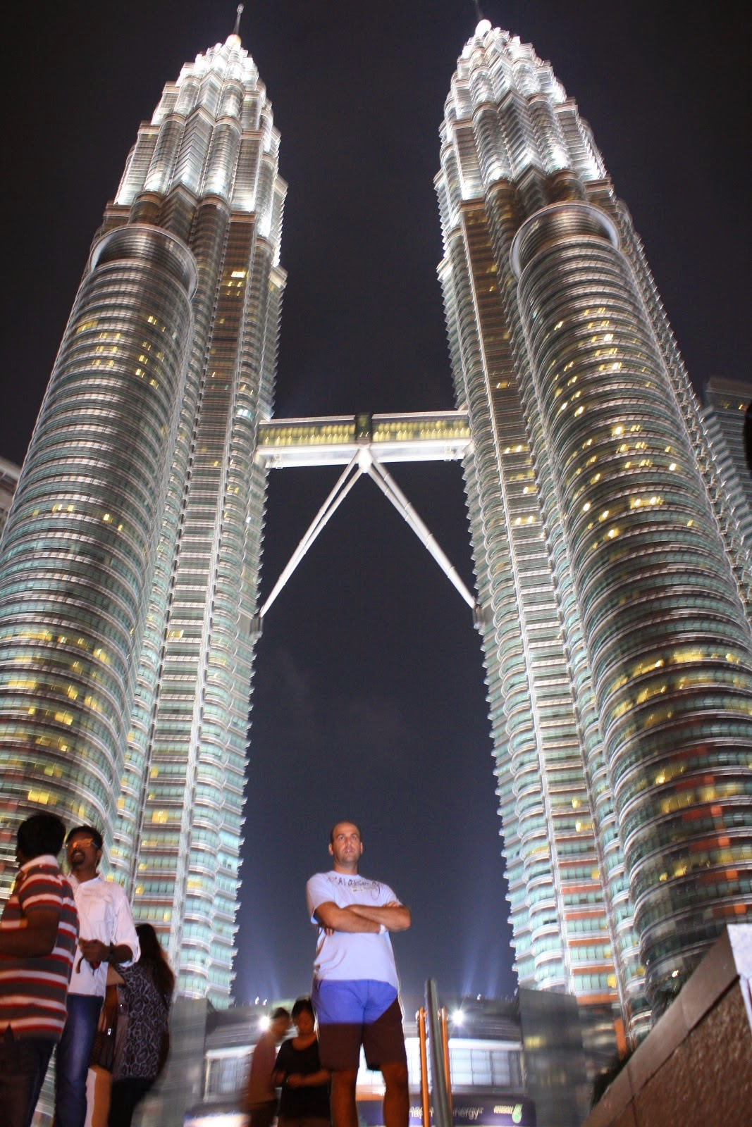 vistas de las torres petronas durante la noche