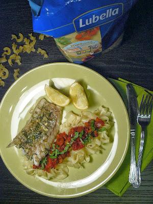 Ryba na sposób śródziemnomorski z makaronem tagiatelle