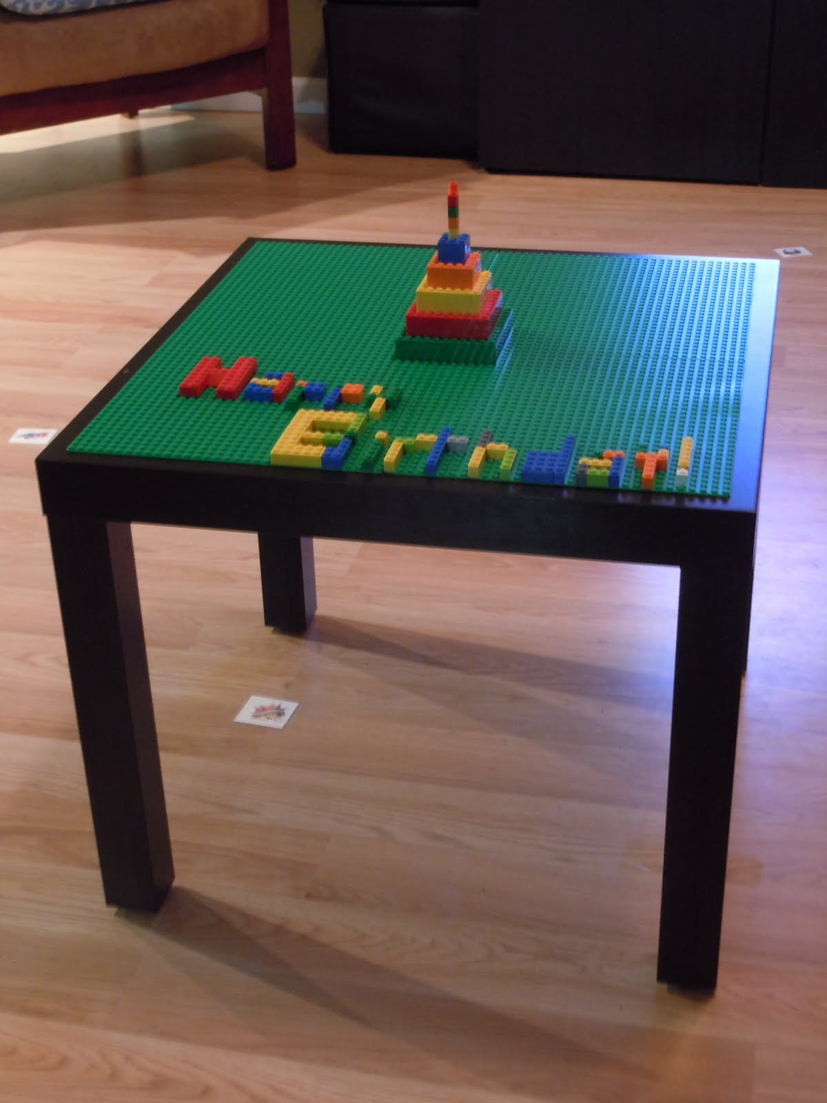 A britt without boys ikea hack lego lack table for Table lego ikea