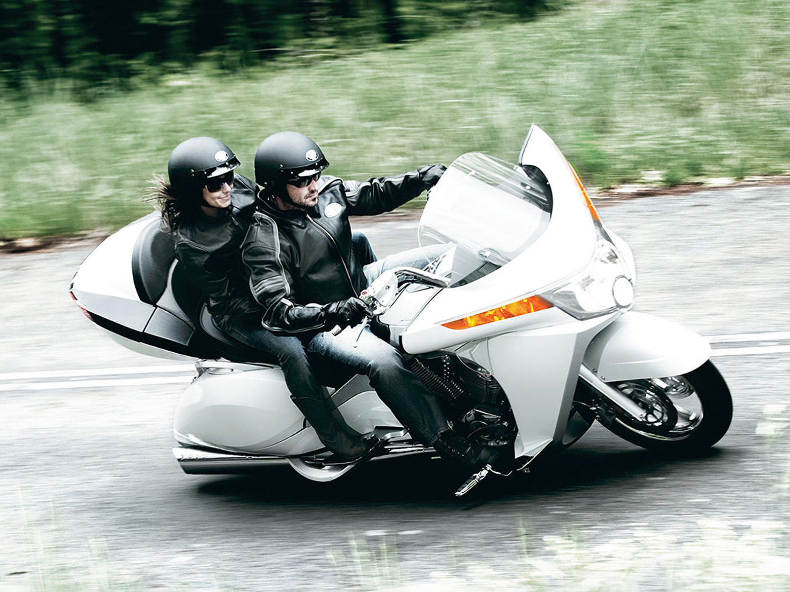 http://4.bp.blogspot.com/-8v9d8ur4za8/Tm7ICYkO3AI/AAAAAAAAA3Y/kaaD3vCuMT0/s1600/Victory-Vision-Tour_2010_motorcycle-desktop-wallpaper_2.jpg
