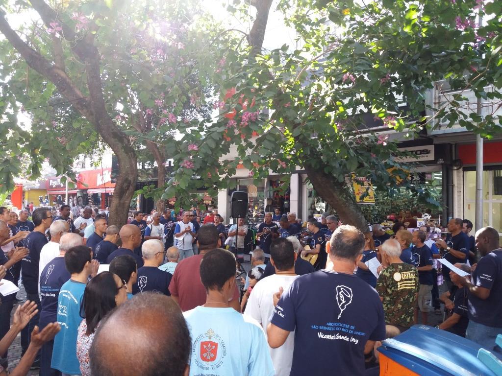 TERÇO NO CALÇADÃO DE CAMPO GRANDE PELO VICARIATO SANTA CRUA EM 28/07/2018
