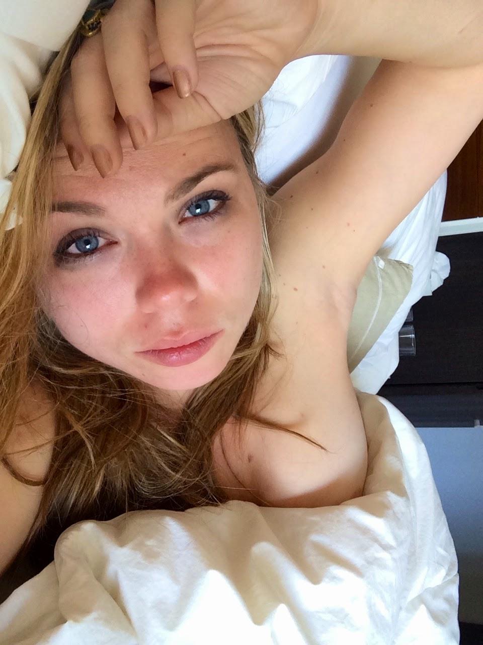 فضيحة الممثلة الأمريكية أماندا فولر وتسريب صور عارية الصدر من هاتفها