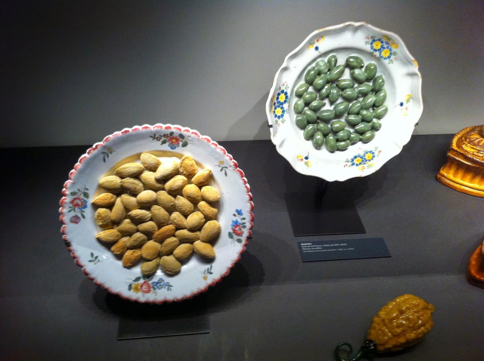 Plat d'amandes et d'olives