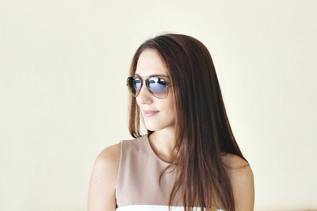 Neutral color block outfit.Ray-Ban Aviator brown sunglasses.Ray Ban Aviator naocare za sunce u svetlo braon boji.