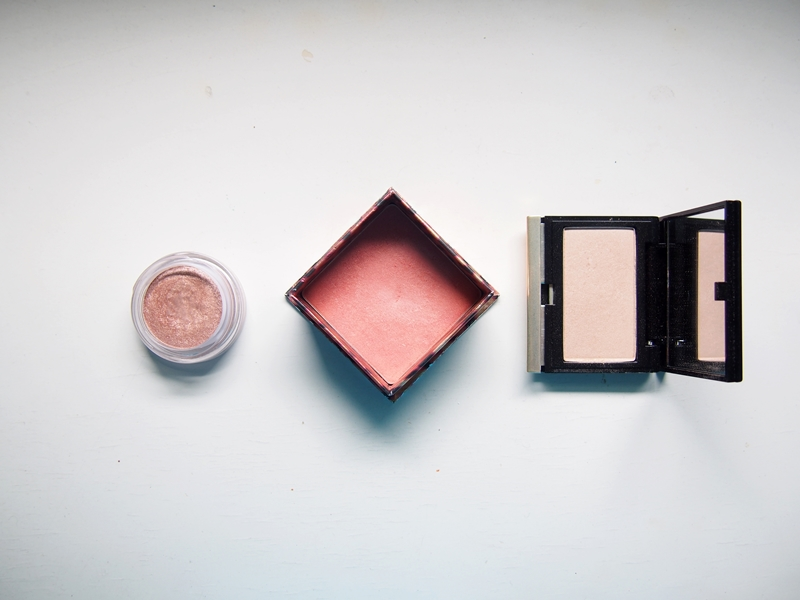 clarins ombre iridescent eyeshadow aquatic rose, benefit coralista, kevyn aucoin candlelight