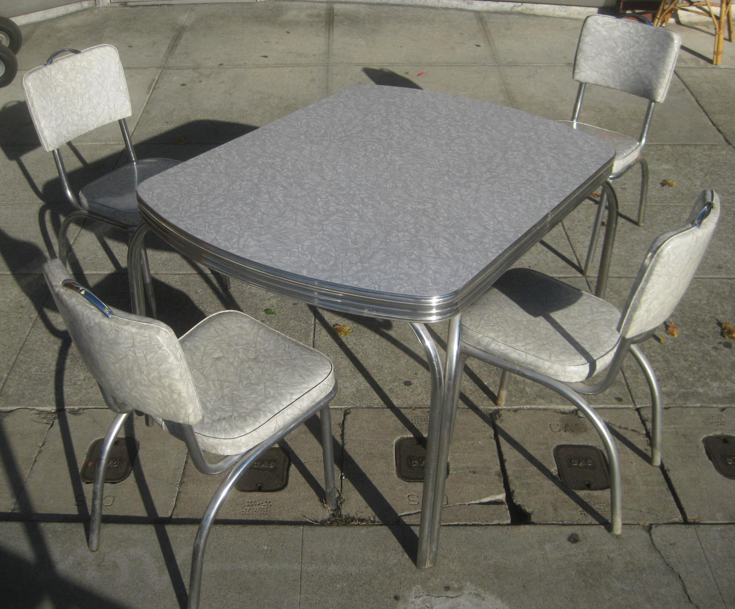 sold    u002750s kitchen table and chairs    150 uhuru furniture  u0026 collectibles  sold    u002750s kitchen table and      rh   uhurufurniture blogspot com