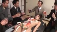 Sushi XXX 18+ ซูชิสุดสยิวบนร่างคน สาวเปลือยนอนให้หนุ่มๆรุมดูดเลียจิมิ