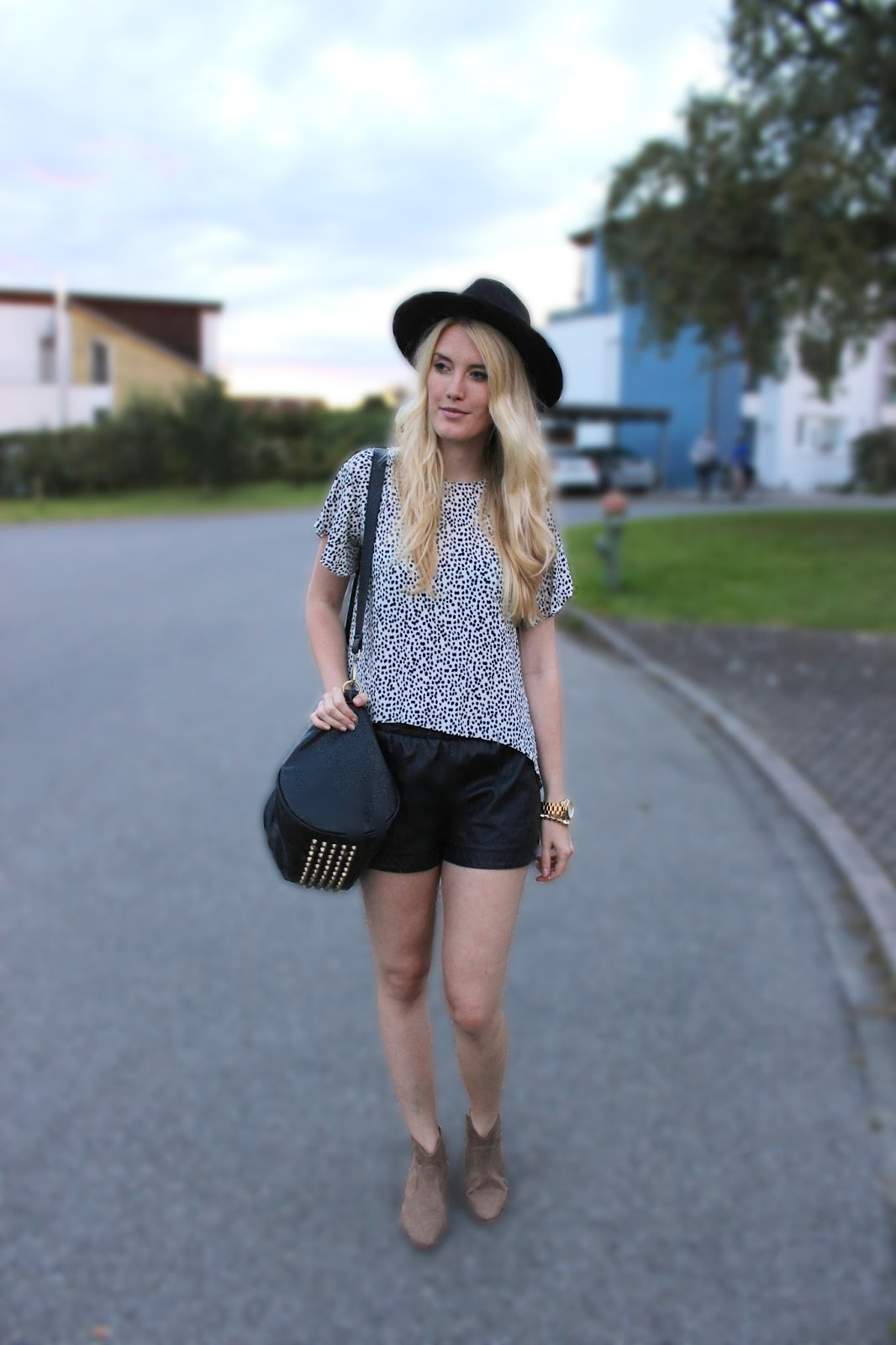 Hut Fedora H&M Outfit TheBlondeLion Dalmatiner Bluse Leather Zara Alexander Wang