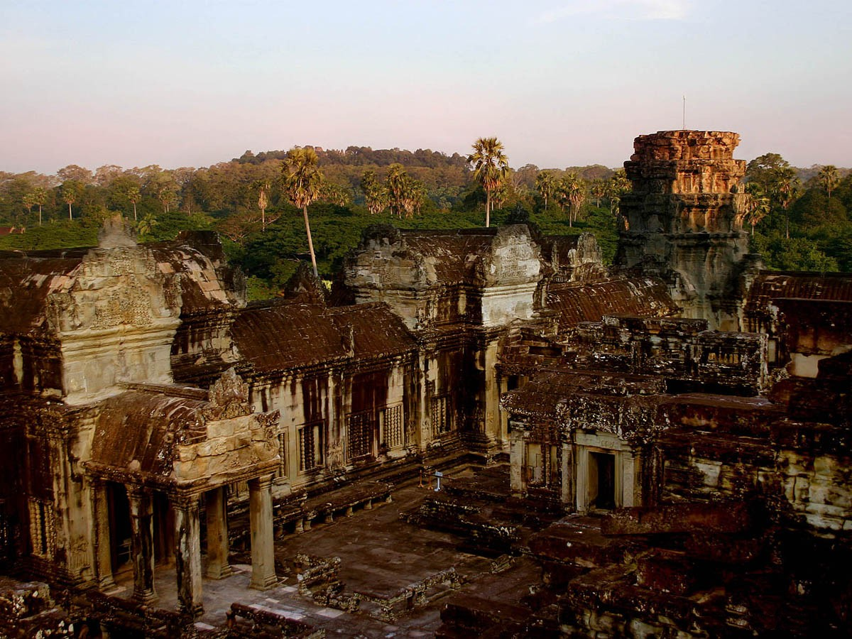 http://4.bp.blogspot.com/-8wBFQP6CfGI/Tn84p5FTZEI/AAAAAAAAAdg/H67CokWIkos/s1600/angkor-wat-background-1-723803.jpg