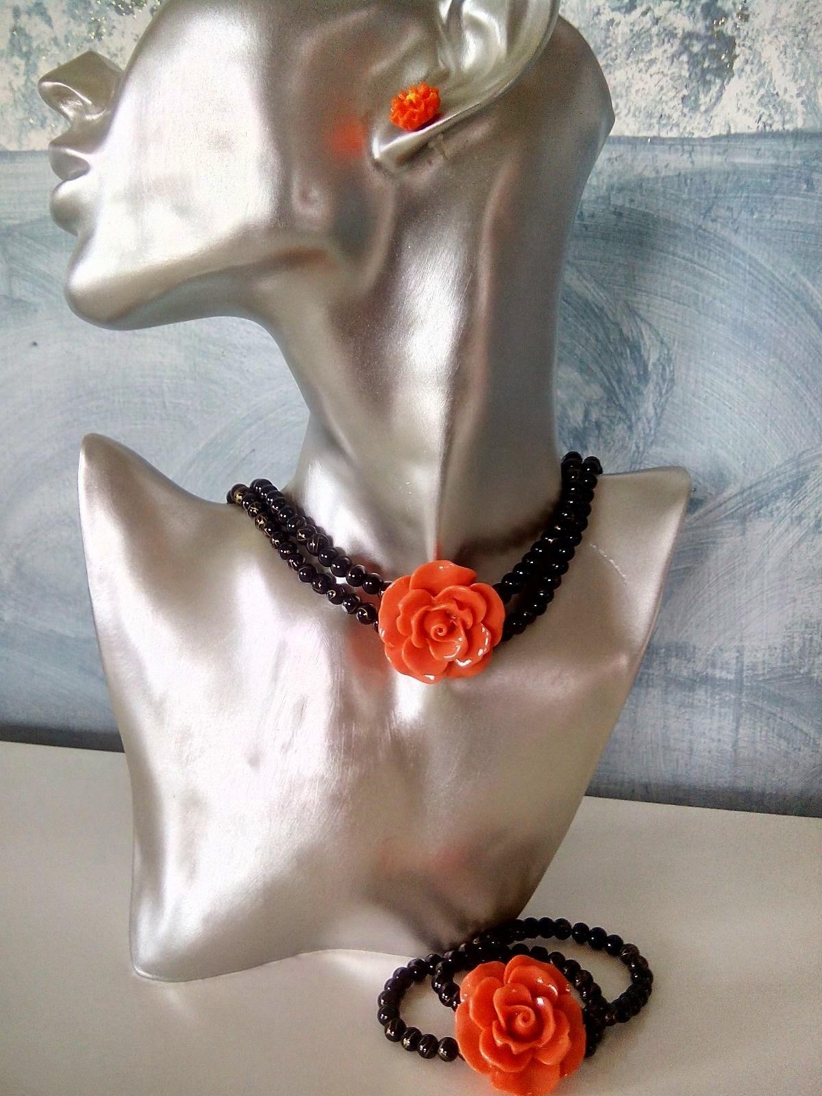 Collana choker bracciale elastico perline nere rosa in resina orecchini abbinati