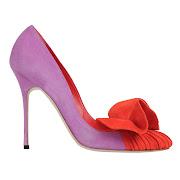 Saint Laurent. Hermosos zapato de Manolo Blahnik muestra dos colores . (zapatos de salon )
