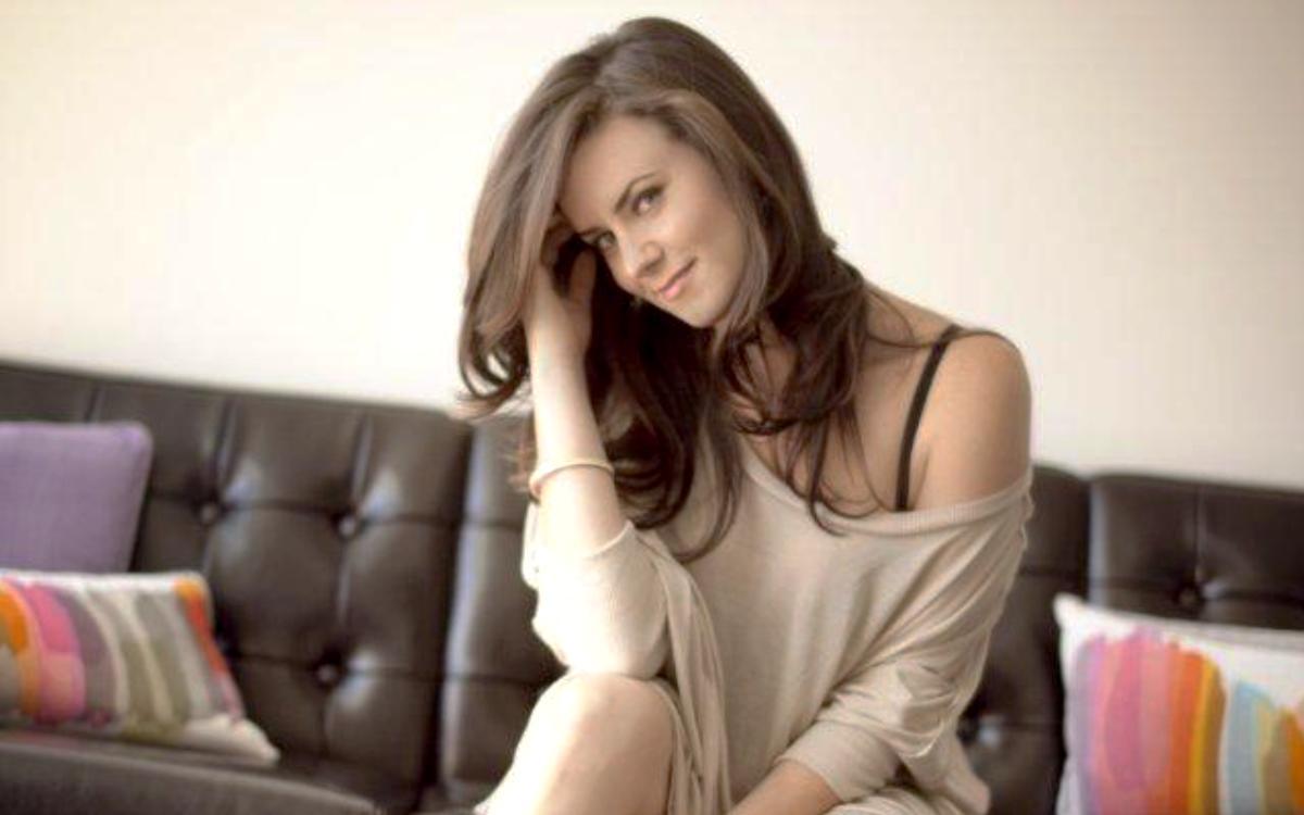 Katie Featherston, Foto Artis Cantik 2