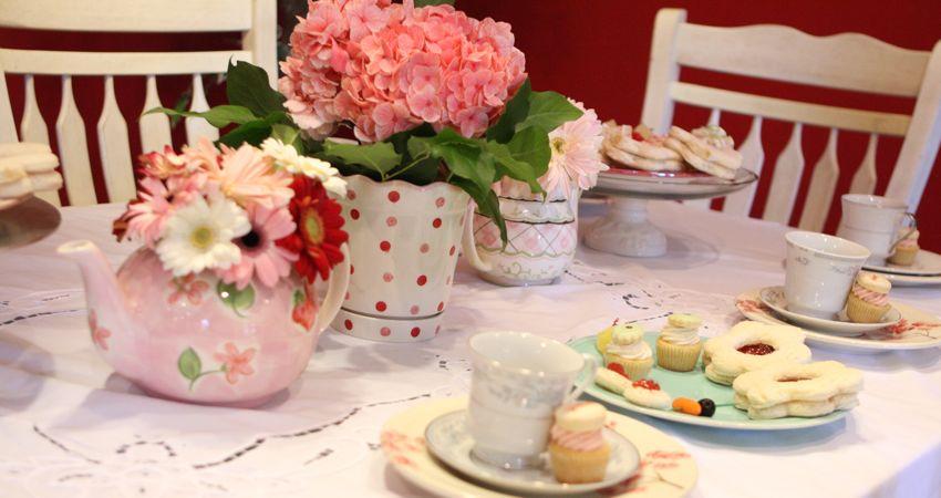 Um pouco de mimo tarde com as amigas for Kitchen tea table setting ideas