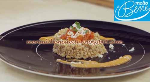 Farrotto con peperoni e scaglie di pecorino ricetta Parodi per Molto Bene su Real Time
