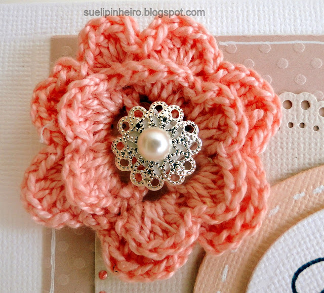 Tarjeta con flor en ganchillo