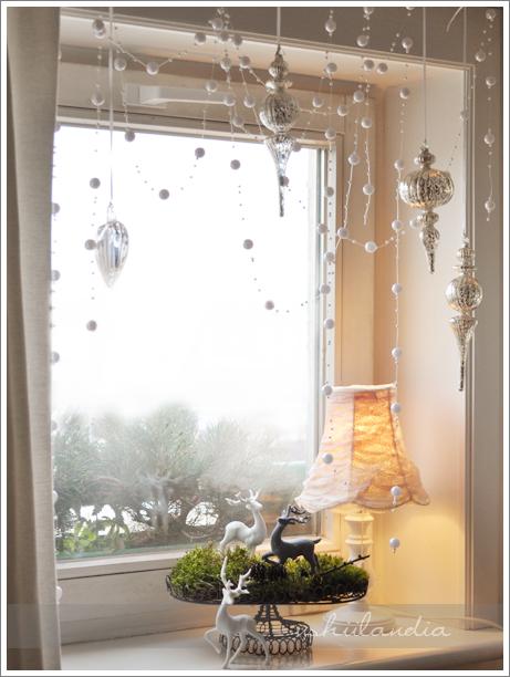 boże narodzenie - okno i dekoracja świąteczna: patera druciana, mech,jelonki / christmas decor
