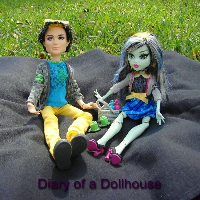 Jackson Jekyll Frankie Stein Picnic Casket Monster High Dolls