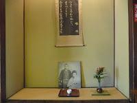 床の間には啄木の歌と写真が添えていた。