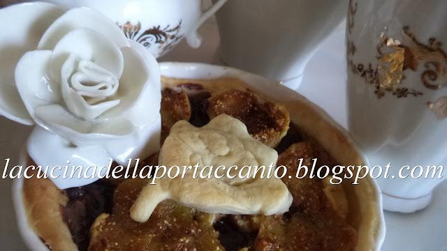 piccole torte fiorite alla crema di nocciole piemontesi e fichi bianchi del cilento