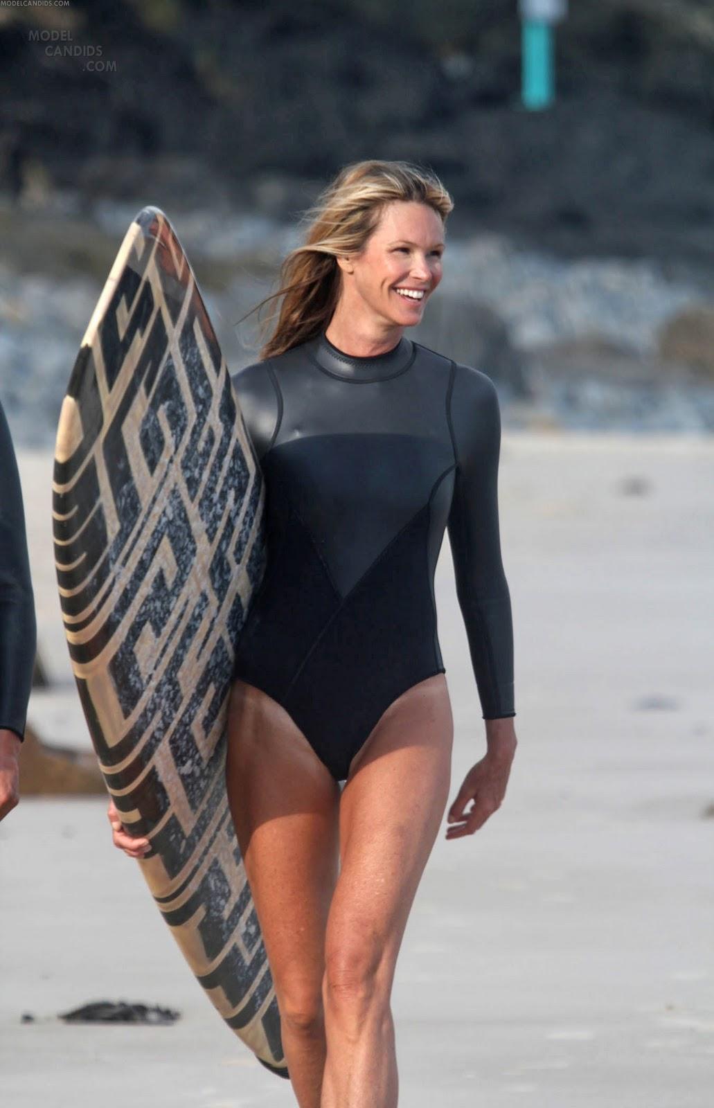 http://4.bp.blogspot.com/-8y4-ao5Wz5w/Twnu7wg8KnI/AAAAAAAACW4/gDfTHTgMRC4/s1600/elle-macpherson-surfing-i-148.jpg