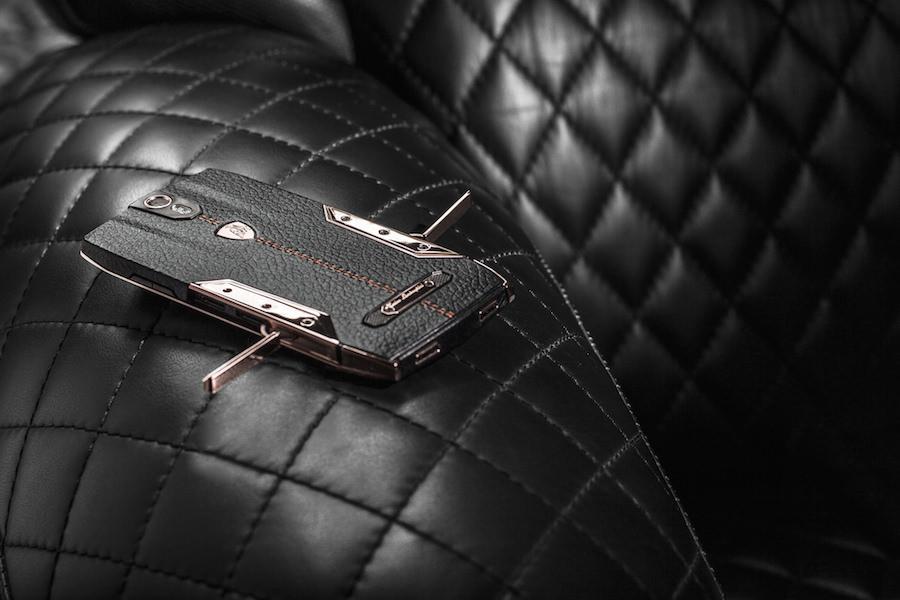 価格は70万円以上!?ランボルギーニの超高級スマートフォンが登場