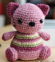 http://translate.google.es/translate?hl=es&sl=en&tl=es&u=http%3A%2F%2Fwww.littlemuggles.com%2Ffree-patterns%2Fviolet-the-kitty%2F