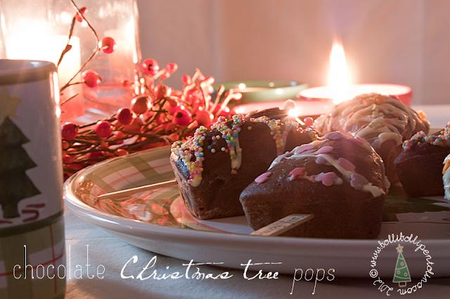 chocolate christmas tree pops, ovvero trancetti di torta al cioccolato sullo stecco