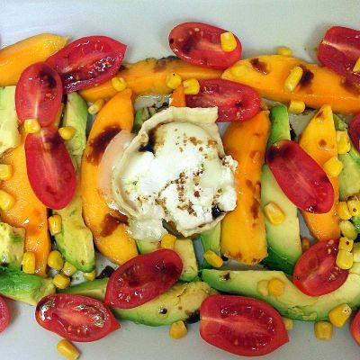 Ensalada tropical con rulo de cabra #recetas #ensalada