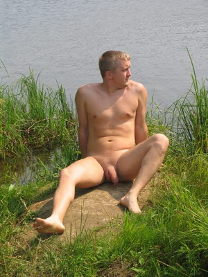 NUDE REAL MEN: SEND IN YOUR NUDE PHOTOS GUYS.