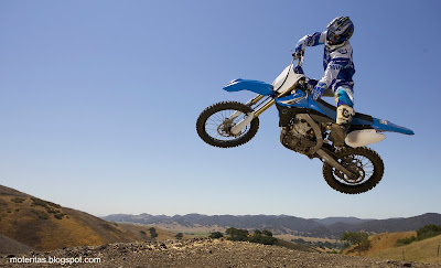 motos-widescreen-motocross-yamaha-wallpaper-descarga