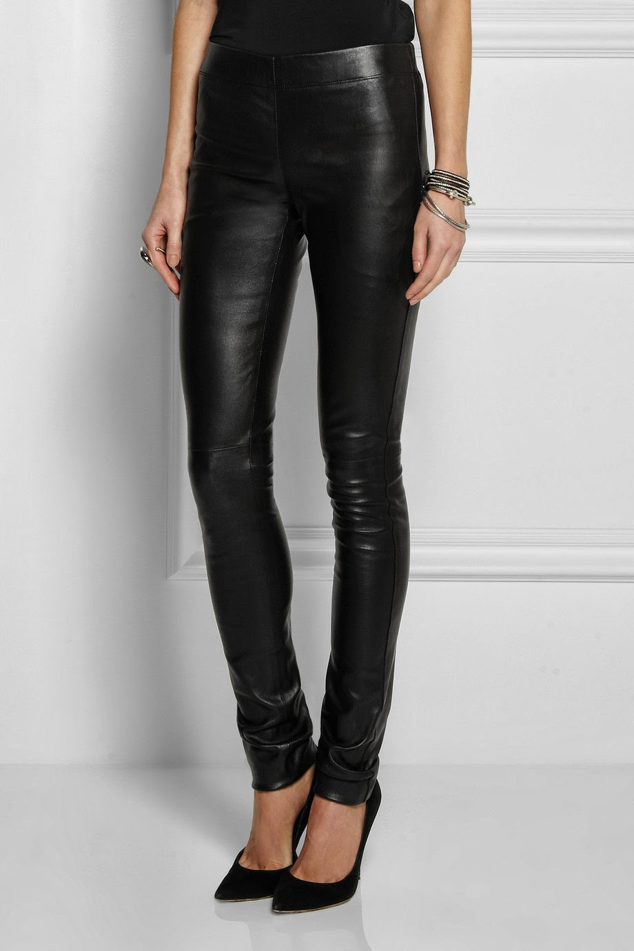 Our bonded leather jean style legging is extremely flattering, stretchy and comfortable. The front of the jean is soft genuine leather, permanently bonded to a cotton Lycra stretch liner, which gives plenty of stretch, next to skin comfort and great recovery without baggy knees.