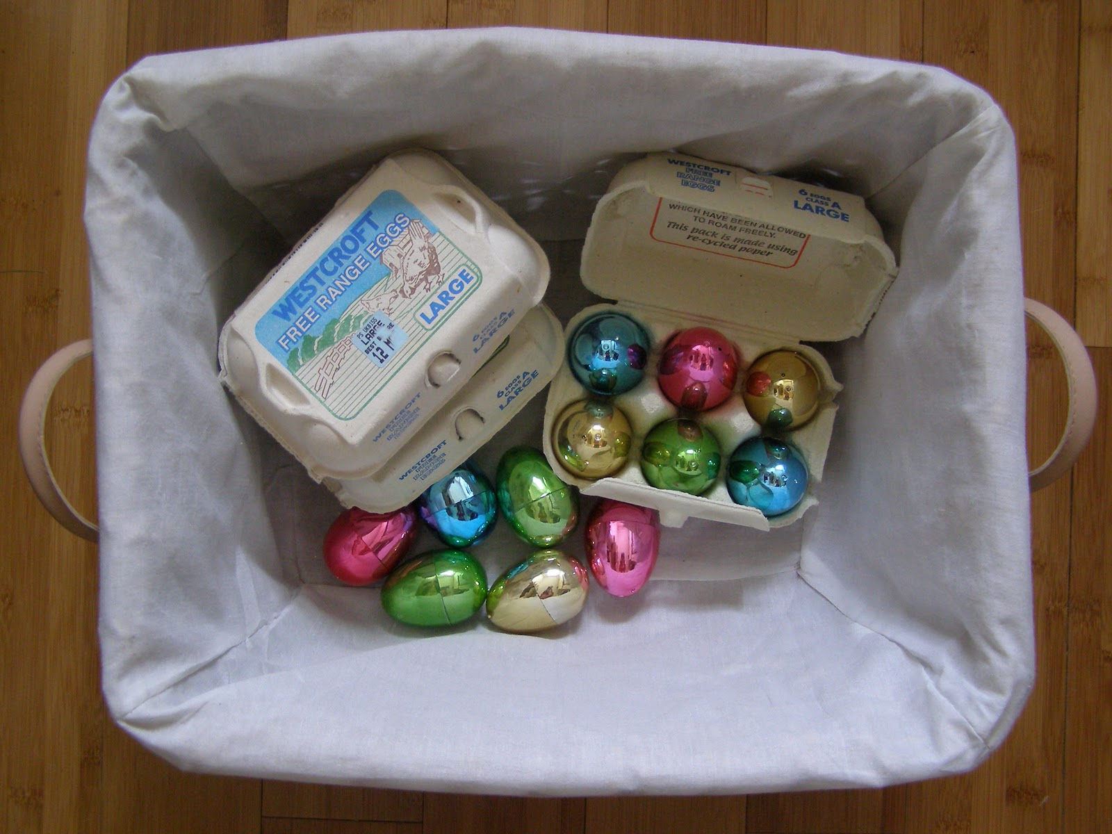 Create with your hands baby play eggs and egg boxes treasure baskets are a lovely idea for baby play ideal from when they can sit up to around 18 months basically they are baskets of goodies for your baby negle Image collections