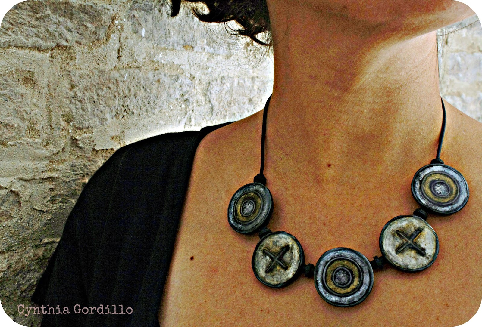 collar fimo metalizado