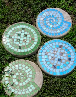 http://translate.googleusercontent.com/translate_c?depth=1&hl=es&prev=search&rurl=translate.google.es&sl=en&u=http://goodhomediy.com/diy-mosaic-tile-garden-stepping-stones/&usg=ALkJrhgiWgelhO7DHpKdqA496FeVftopEg