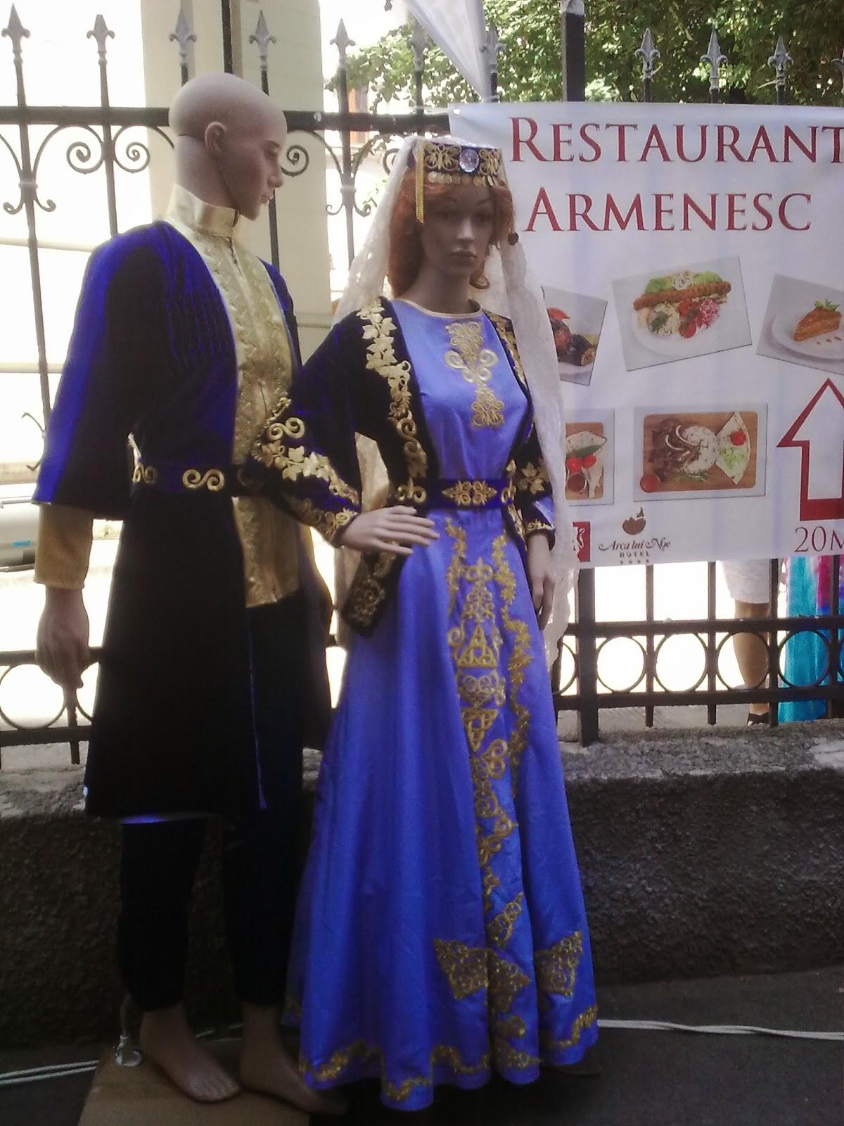 """costume armeneşti expuse la festivalul """"Strada Armenească"""""""