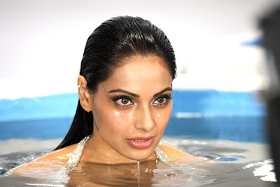 Bipasha Basu in Raaz 3
