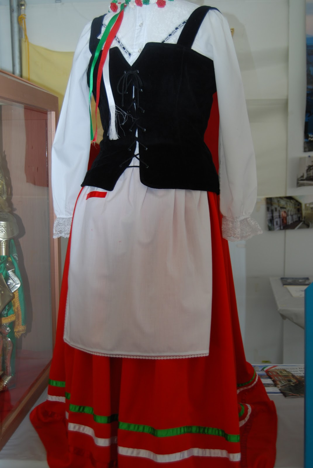 Go Back  gt  Gallery For  gt  Traditional Italian Clothing For WomenItalian Women Clothing