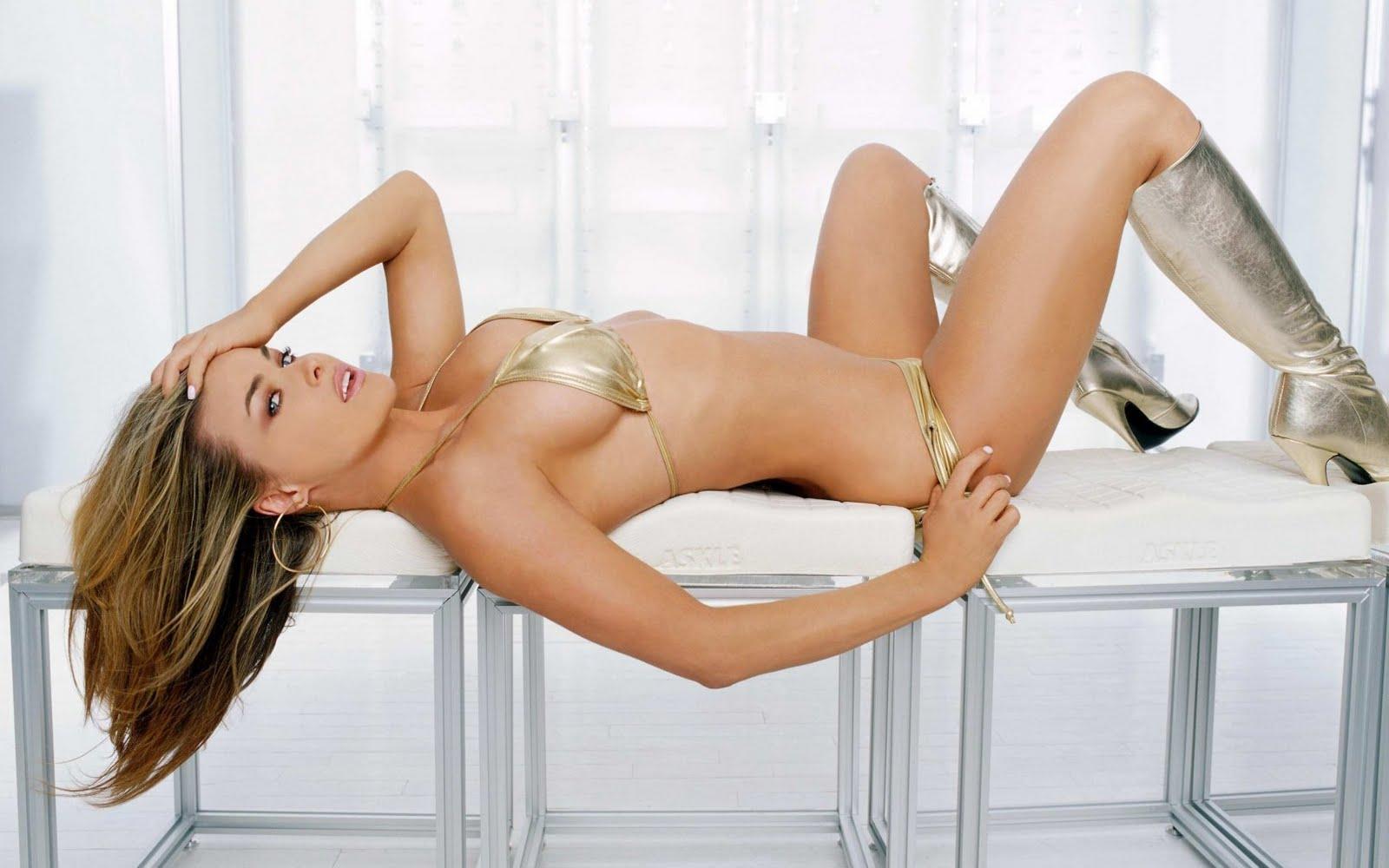 Hollywood Stars Carmen Electra Hot Wallpapers 2012