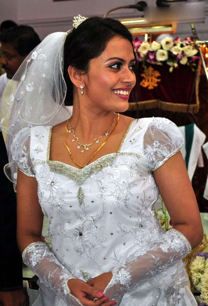 Bridal Gowns Trivandrum Cinema Doctor Actress Dhanya Mary Varghese Wedding Gallery