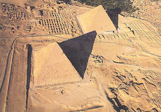Se dice que Tales midió la altura de las pirámides a través de su sombra