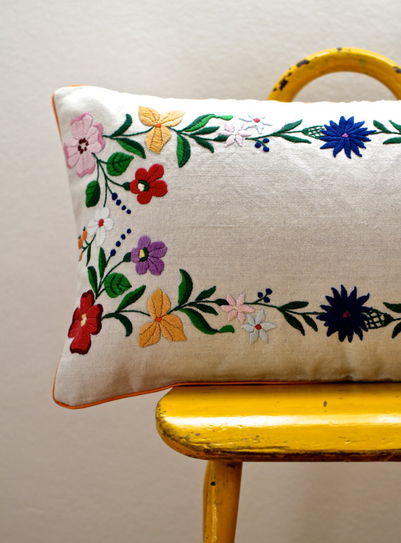 Vintage Woven Towels Even Some Costuming And Creates These Beautiful Pillow Covers Though They Sport Colorful Patterns