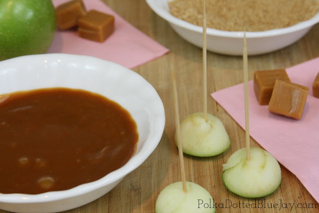 Mini Caramel Apple Bites with Granny Smith Apples and Creamy Caramel // Easy To Make Snack // Baseball Team Treat // #AStockUpSale #Vons #CollectiveBias #ad