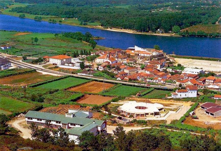 Retratos de portugal vila nova de cerveira vista parcial - Vilanova de cerveira ...