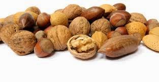 los frutos secos son ideales para picotear entre horas en pequeñas cantidades